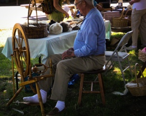 spinning sheep yarn