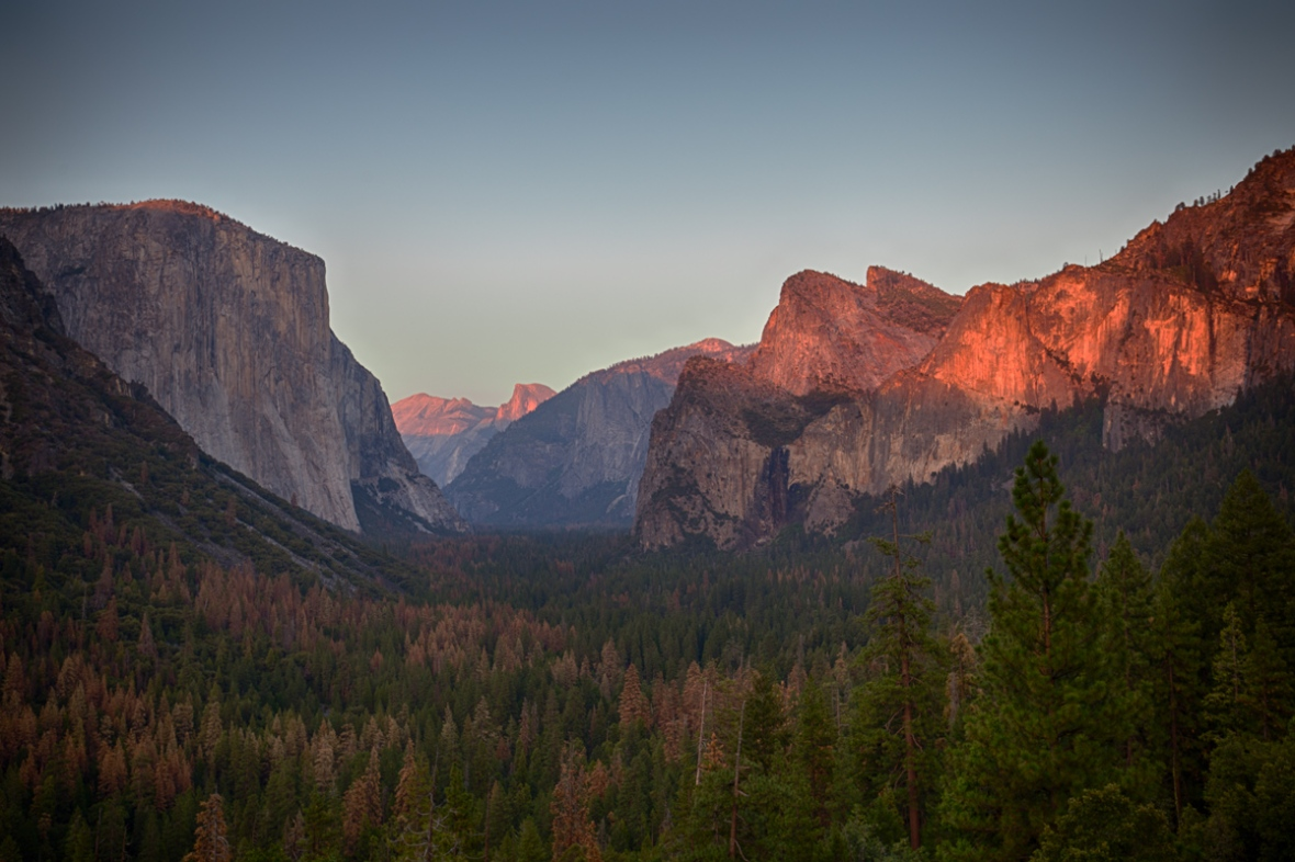 Yosemite Valley's Tunnel View ~ d nelson