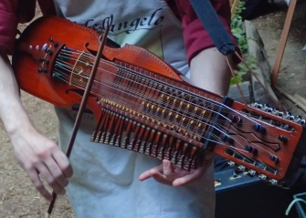one note, Medieval sounds of Swedish Nyckelharpa