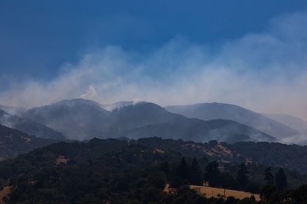 smoking hills of river fire (50% contained)